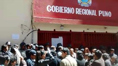 Trabajadores del gobierno regional acatan huelga indefinida por gasto presupuestal