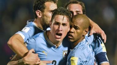 Uruguay goleó 3-0 a Colombia y se mantiene líder de las Eliminatorias Rusia 2018