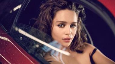 Emilia Clarke posa en topless como la más sexy del mundo