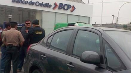 Comas: Delincuentes asaltan banco y se llevan unos 9 000 soles