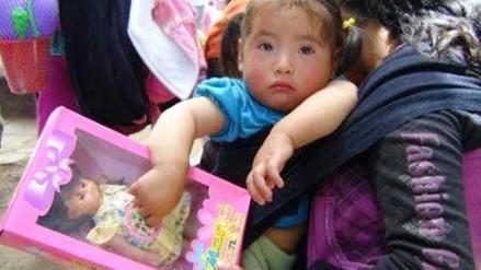 Huamachuco: niños celebran navidad con regalos y chocolatada