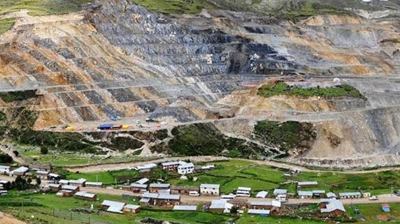 Autoridades de Cotabambas y ministros de Estado suscriben acuerdo sobre Las Bambas