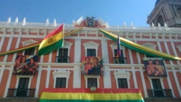Inscripción biométrica se realiza en el Consulado de Bolivia en la ciudad de Puno.