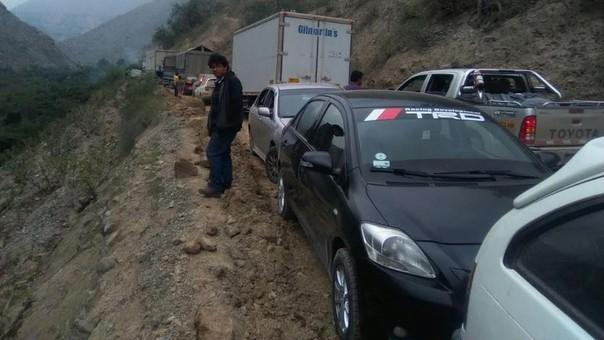 Congestión vehicular en carretera de Huaral