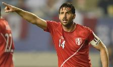 Claudio Pizarro confirmó que Farfán no jugará y pide titularato ante Colombia