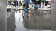 Colapso de tuberías genera problemas en céntrica avenida