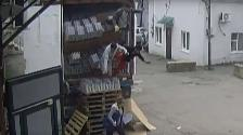 YouTube: infortunados trabajadores rompieron 40 cajas de vodka