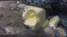 YouTube: esto pasa cuando se aplastan huevos bañados en nitrógeno líquido