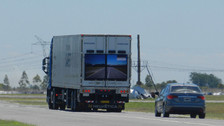 Argentina: camión con pantallas LED para evitar accidentes empezará a circular