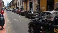 Lima: reportan vehículos estacionados en zona rígida en jirón Puno