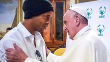 Ronaldinho y las fotos de su encuentro con el Papa Francisco en el Vaticano