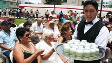 Decenas de cantantes amateurs participan en el festival del Pisco Sour en Íllimo
