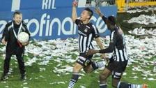 YouTube: Cristian Benavente se llevó a cuatro y anotó gol para el Charleroi (VIDEO)