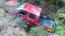 Caída de camioneta a abismo dejó un muerto y un herido