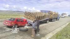 Tres personas fallecieron en el choque de un auto con camión