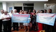 Cesantes de educación hicieron plantón en la Defensoría del Pueblo