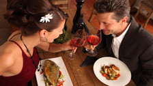 5 modales que te harán quedar como un caballero en cualquier cena