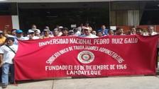 Administrativos de la Universidad Pedro Ruiz Gallo realizaron un plantón