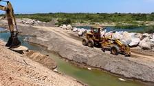 Continuidad del dique en peligro por aumento del caudal del río Reque
