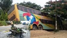 Un muerto y dos heridos dejó el choque de un bus contra un tractor