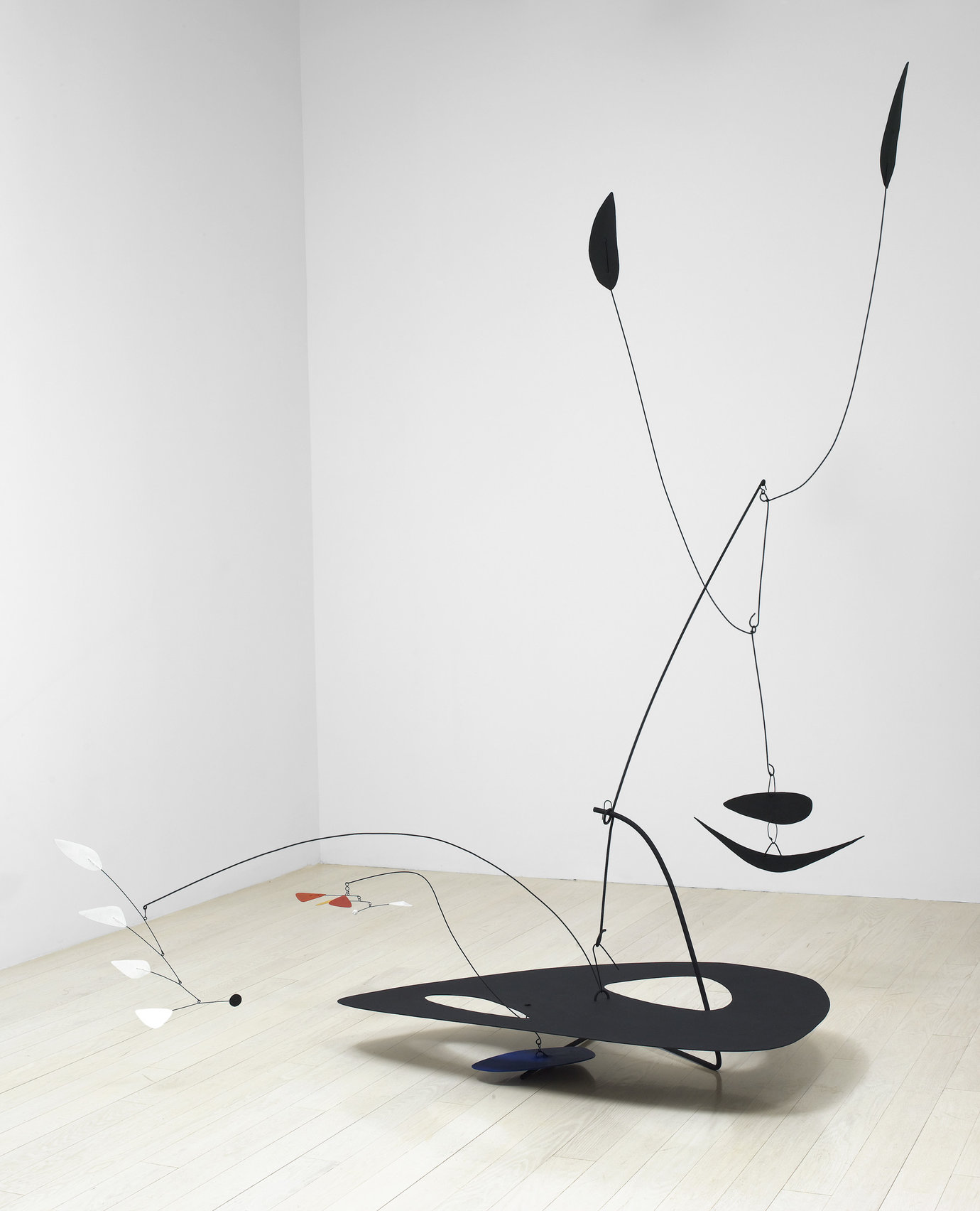 ", 1945. painted sheet metal and wire, 91-3/4"" x 81"" x 89"" (233 cm x 205.7 cm x 226.1 cm)."