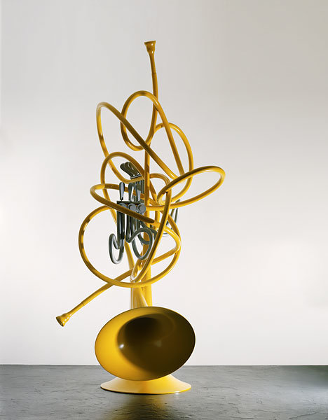 ", 2005. Stainless steel and aluminum painted with polyurethane enamel, 11&apos; 4"" x 4&apos; 8"" x 5&apos; 6"" (345.4 cm x 142.2 cm x 167.6 cm)."