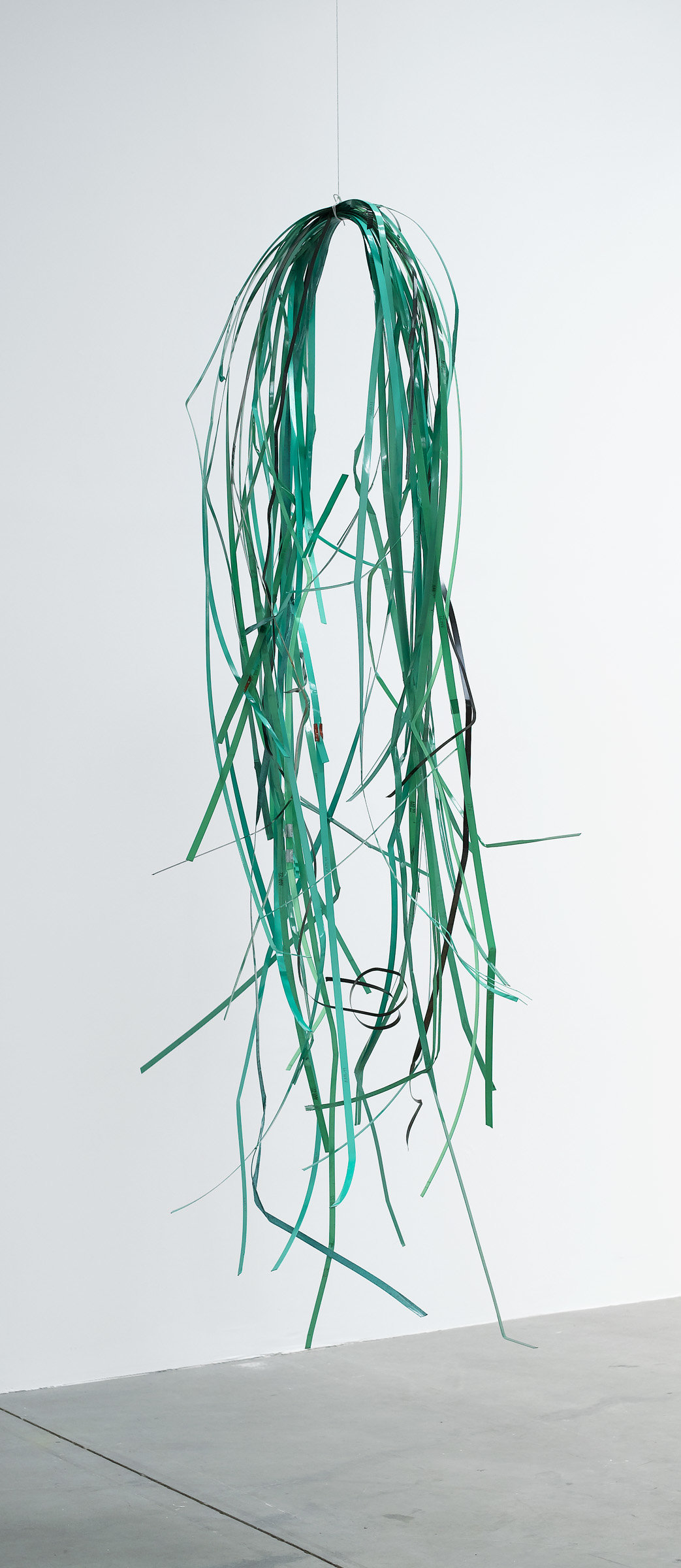 ", 2007. Plastic strapping, metal strapping, cotton twine, and screw, 96"" x 32"" x 32"" (243.8 cm x 81.3 cm x 81.3 cm)."