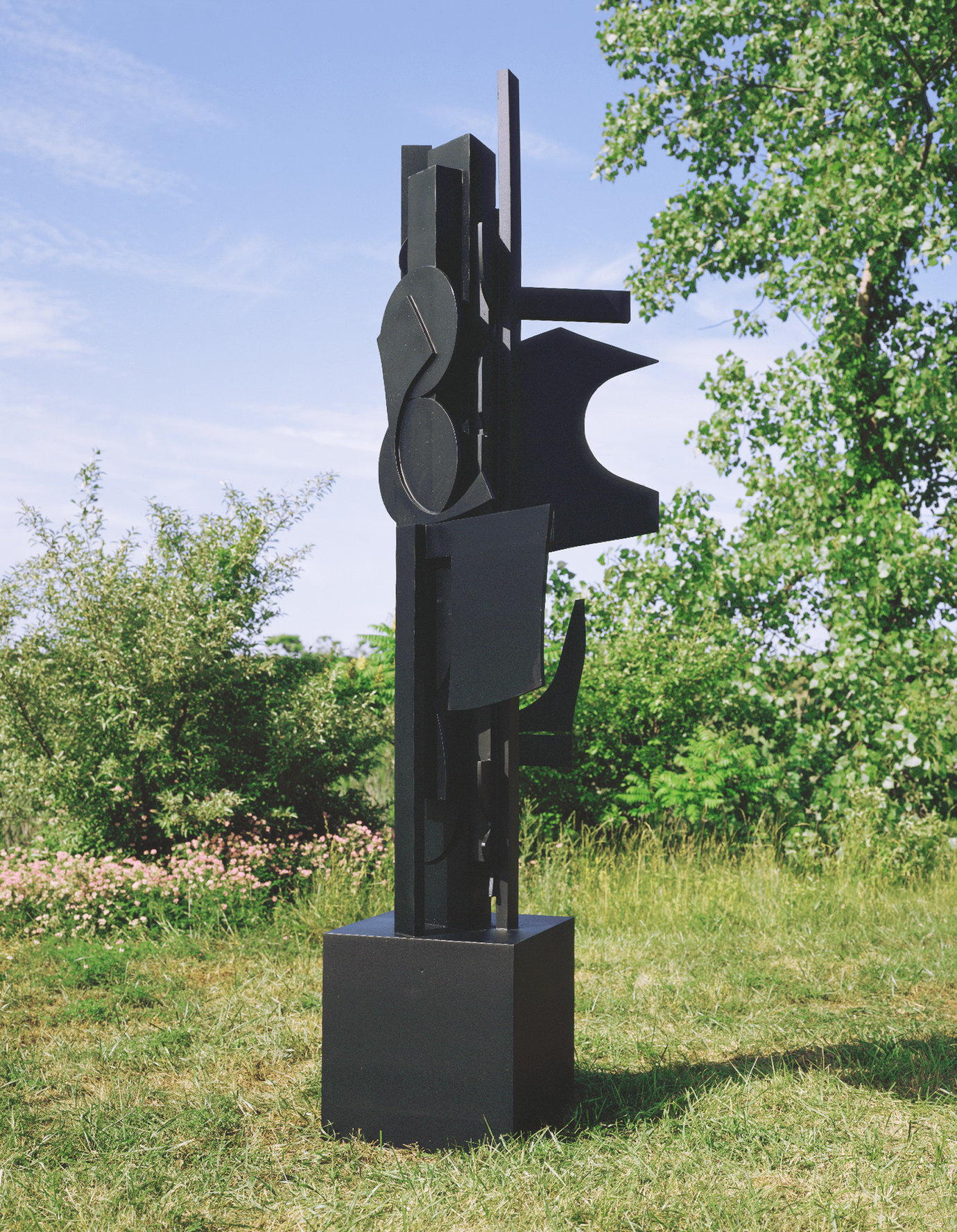 ", 1971. Cor-ten steel painted black, 12' 8"" x 3' 4"" x 3' 4"" (386.1 cm x 101.6 cm x 101.6 cm)."