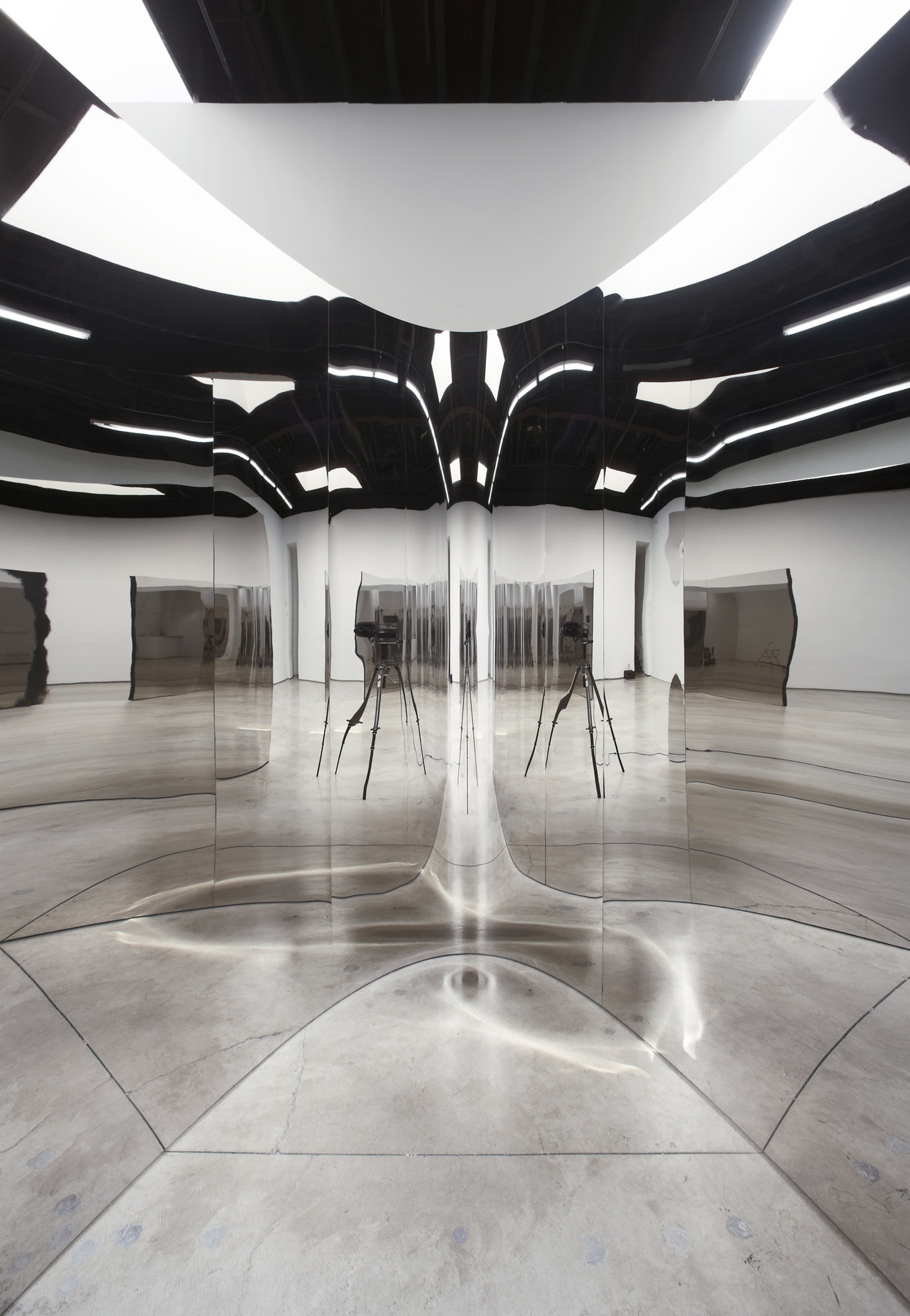 ", 2007. Coated steel, stainless steel, and sound, 9' 10-1/8"" x 9' 10-1/8"" x 9' 2-1/4"" (300 cm x 300 cm x 280 cm)."