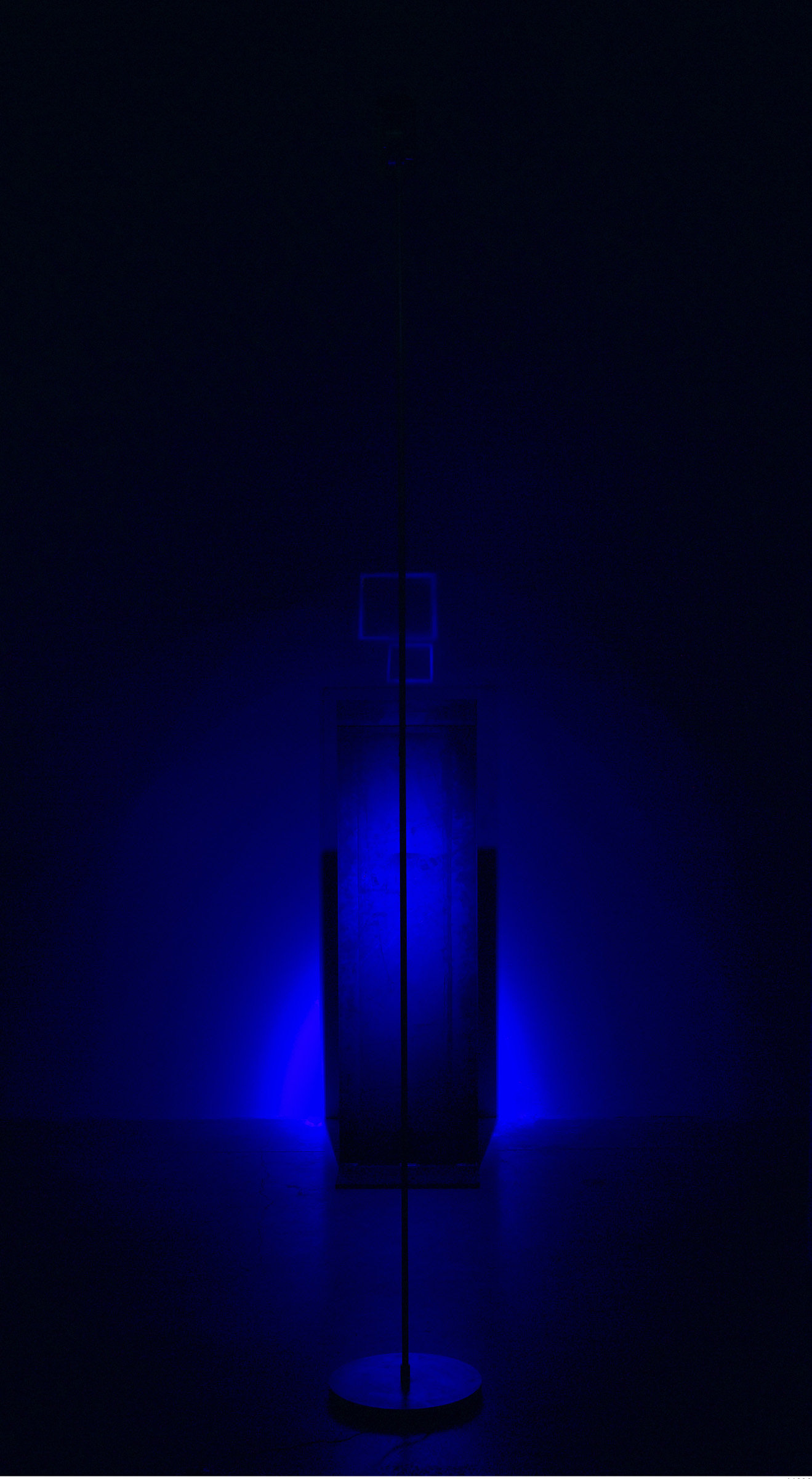 ", 1999. glass, steel and GE Mercury lamp, 68-1/4"" x 16"" (173.4 cm x 40.6 cm)."