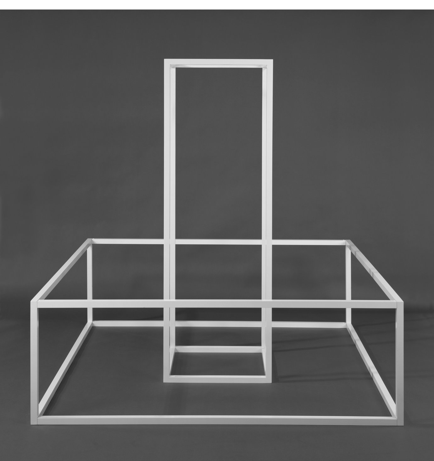 ", 1967. Baked enamel on aluminum, 84"" x 84"" x 84"" (213.4 cm x 213.4 cm x 213.4 cm)."