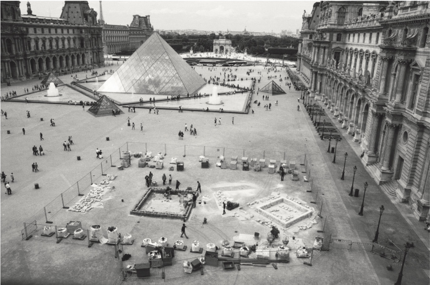 , Construction, 2011, Cour Napoléon, Musée du Louvre, Paris, Photo Credit: Baruch Rafic.