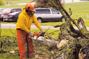 Feeding, shower units, chainsaws in Hannibal