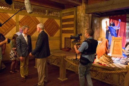 Evolutionist Bill Nye 'the science guy' tours Ark Encounter, hears gospel