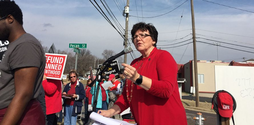 Anti-Planned Parenthood rallies call for defunding