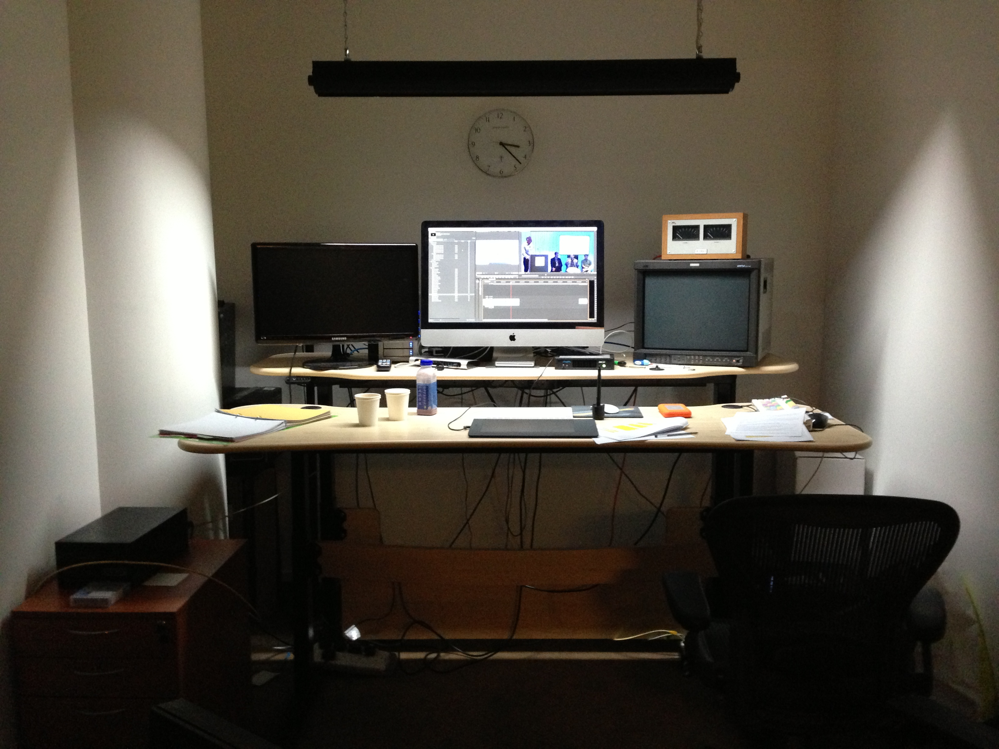Displaying 15> Images For - Video Editing Desk...