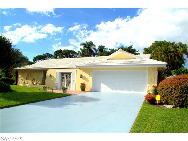 Listing Photo: 745 Southern Pines Dr, Naples, Fl