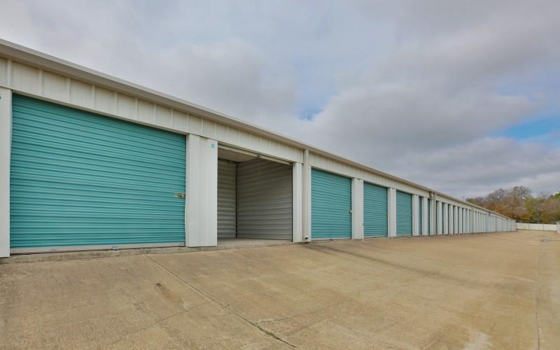 Lockaway Storage - Ben White - Photo 4
