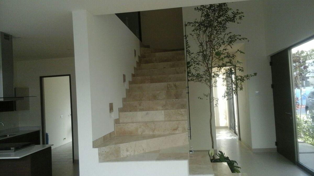 Escalera casa 33
