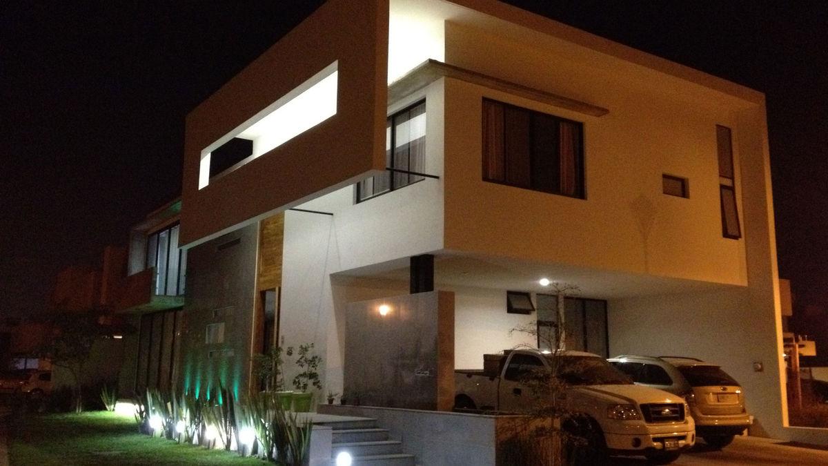 5.vista nocturna de la fachada