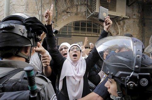 Mourabitat women protesting outside the Temple Mount.