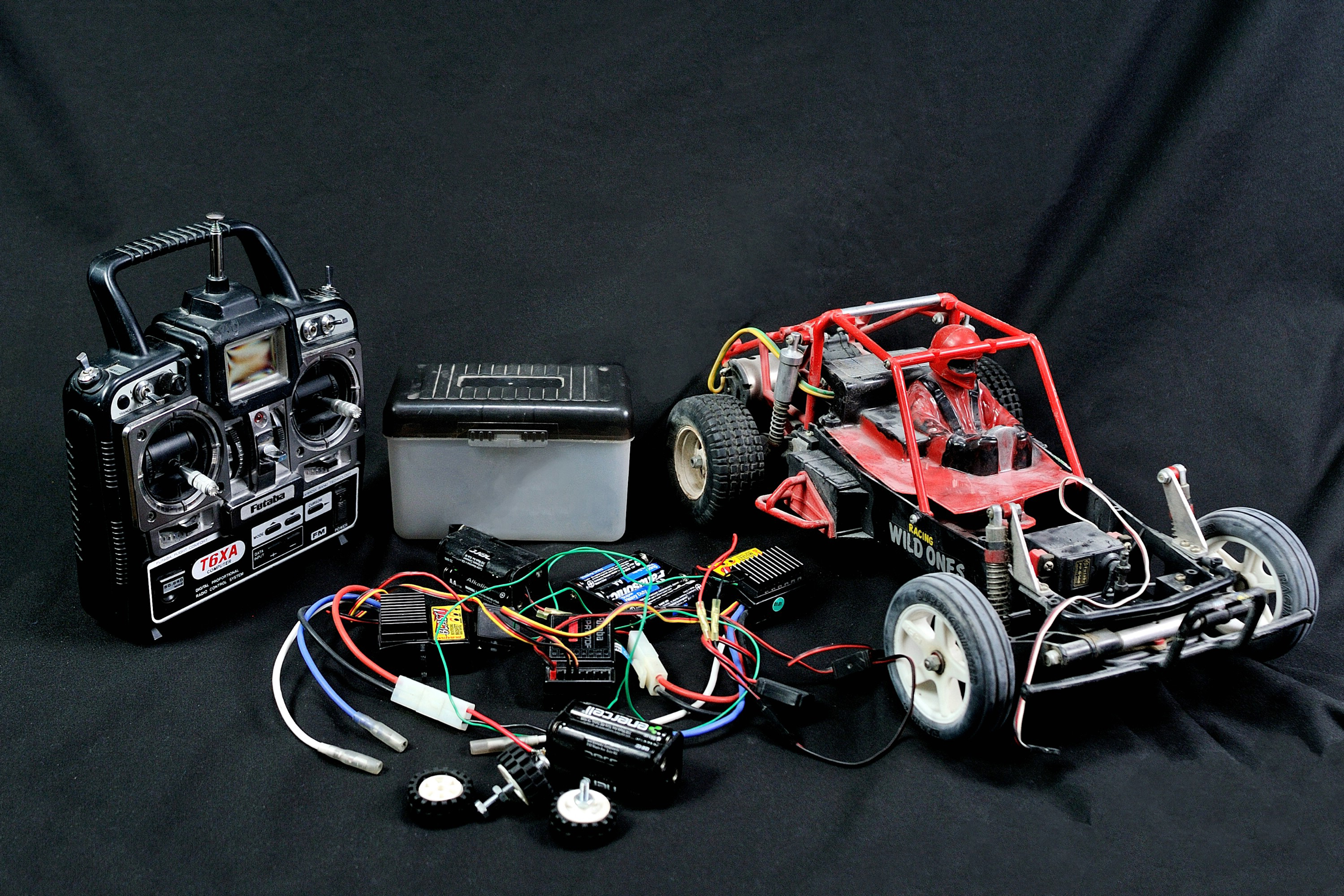 How to make a simple remote control car sciencing for How to build a motor controller