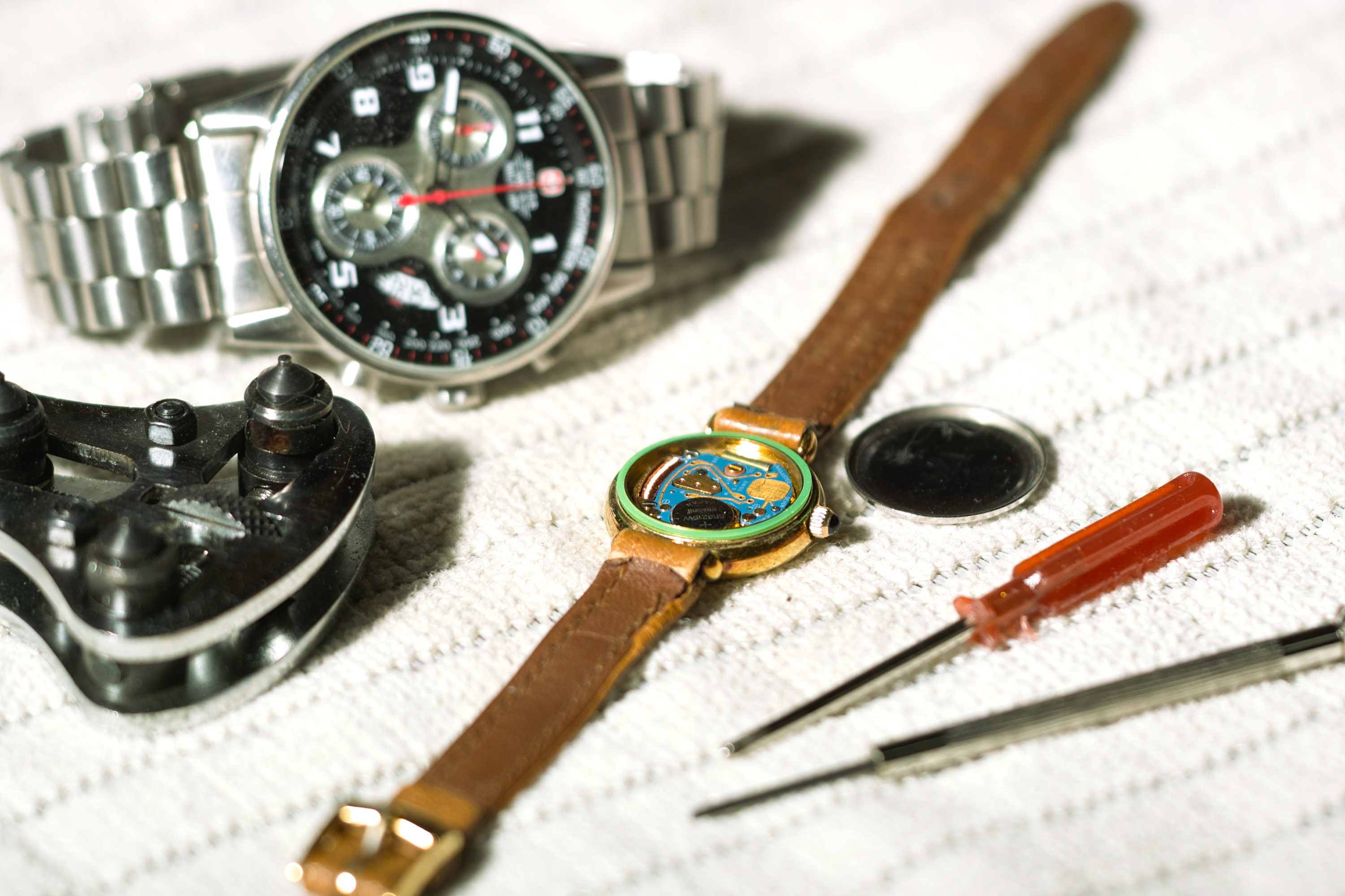 How to Open a Watch Back | Our Everyday Life