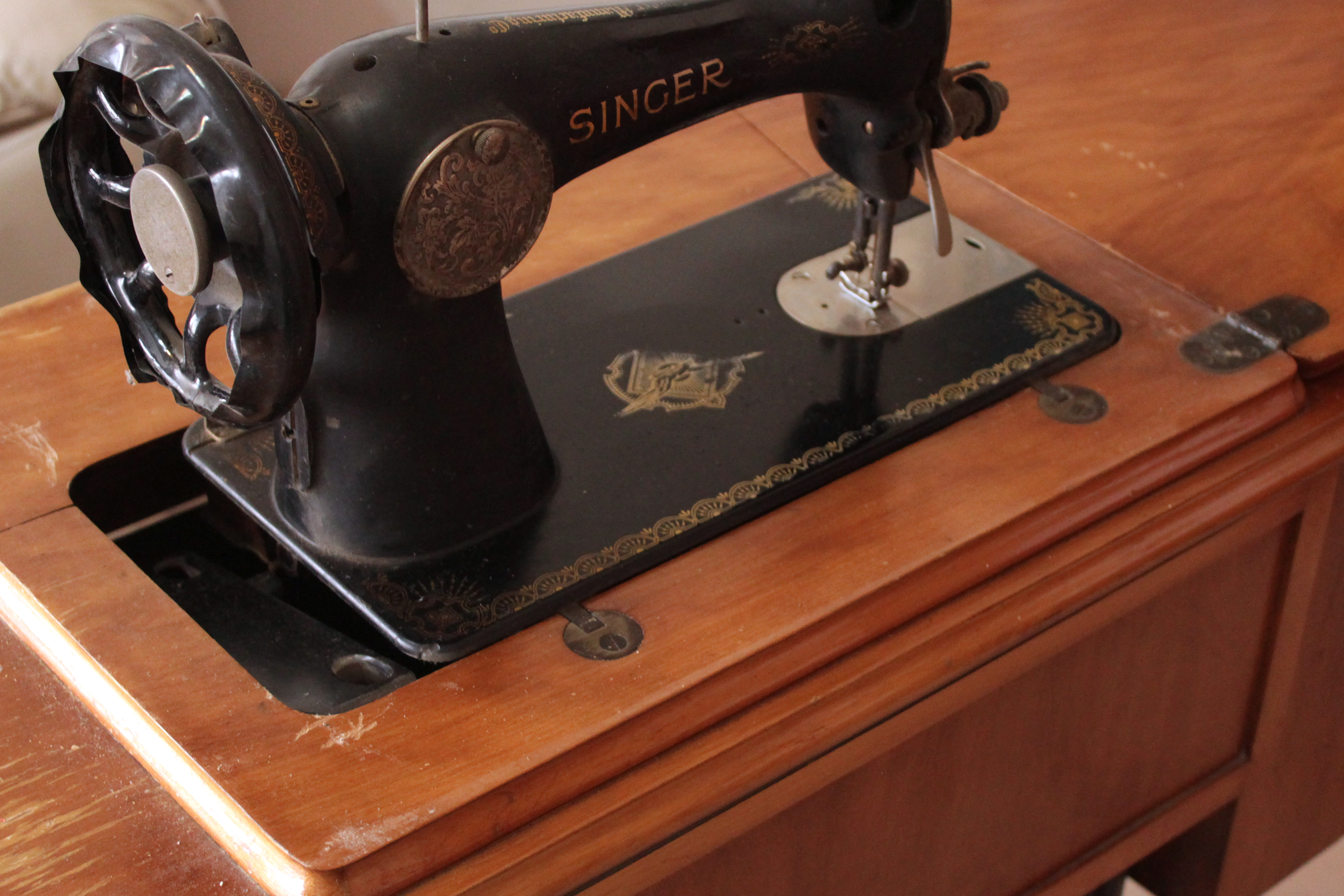 singer sewing dating Singer is sewing made easy tm we've designed our machines, added instructions and support to ensure they're fun and easy to use.