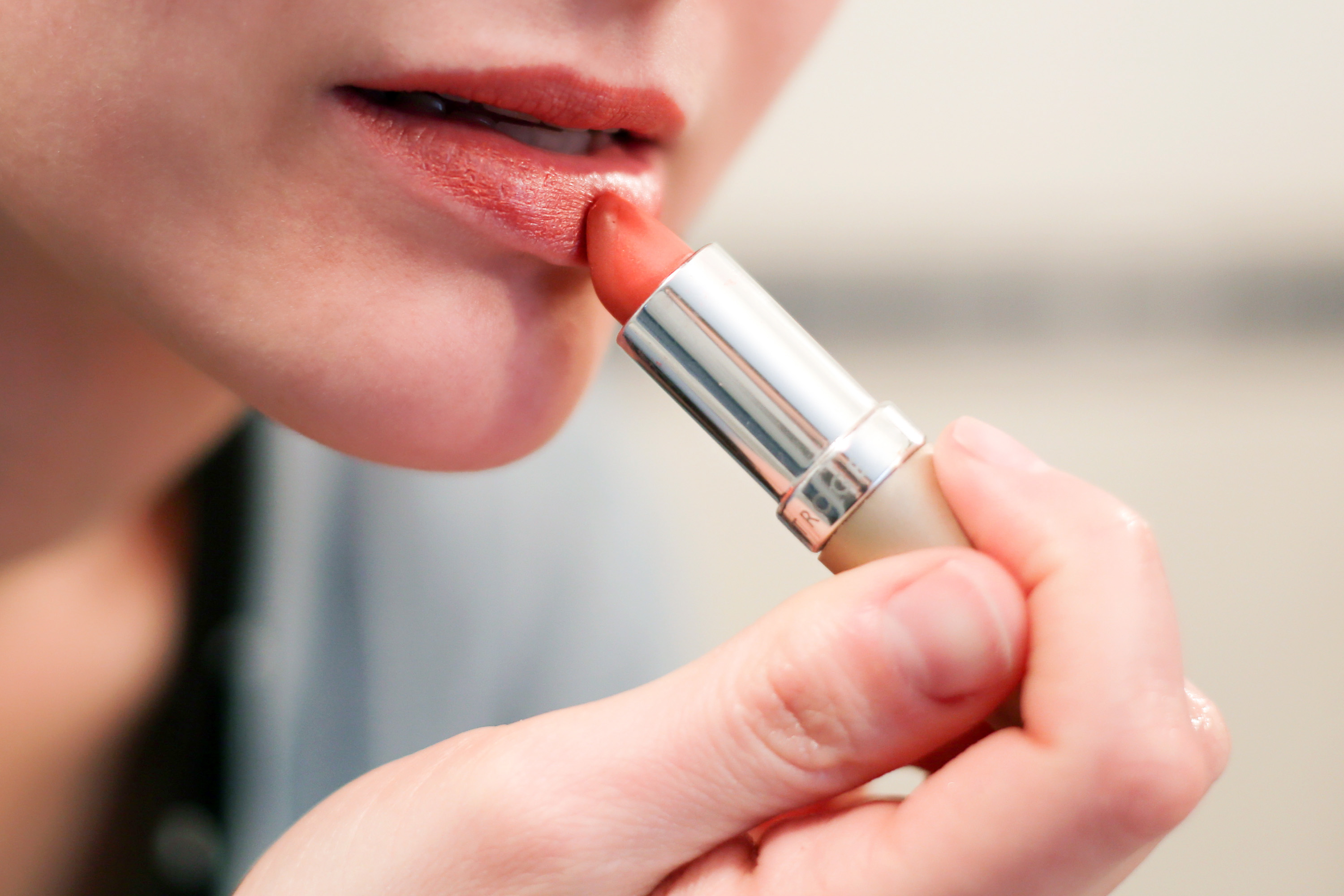 Can You Get Rid Of Dry Peeling Skin Around The Mouth & Chapped Lips With  Sugar?  Livestrong