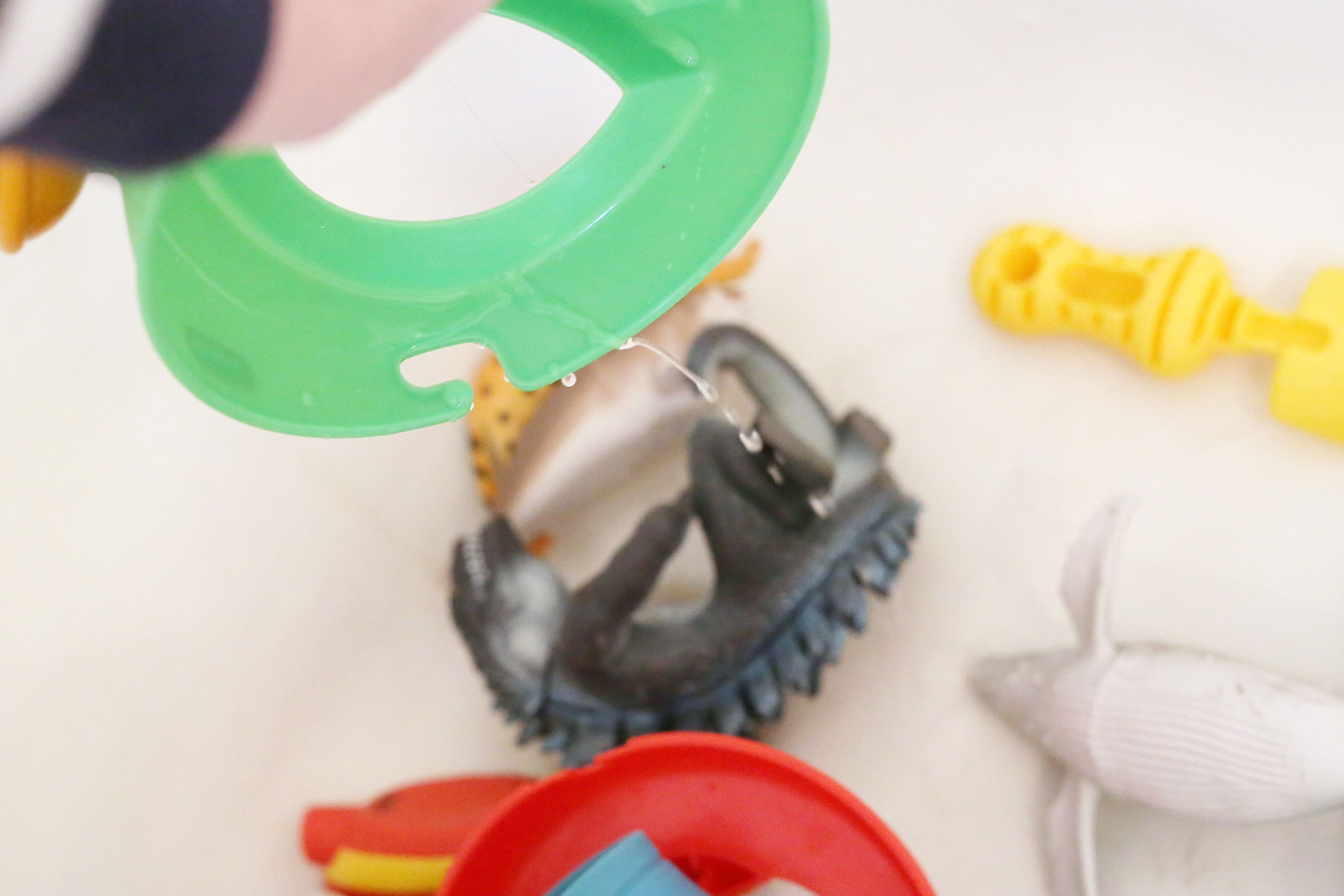How To Properly Disinfect Toys : How to clean children s bath toys livestrong