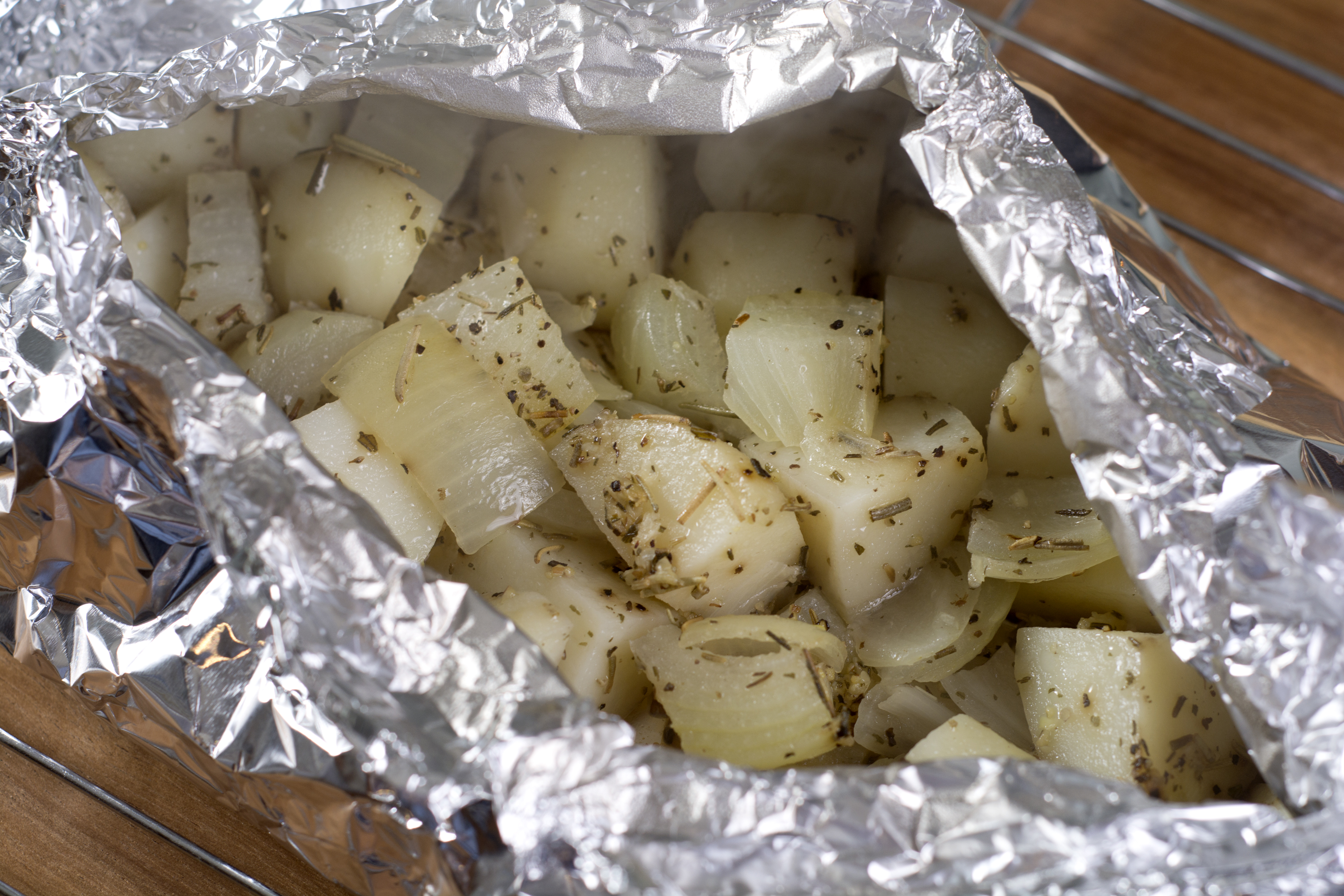 How To Bake Red Potatoes In An Aluminum Foil Packet For The Oven   Livestrong