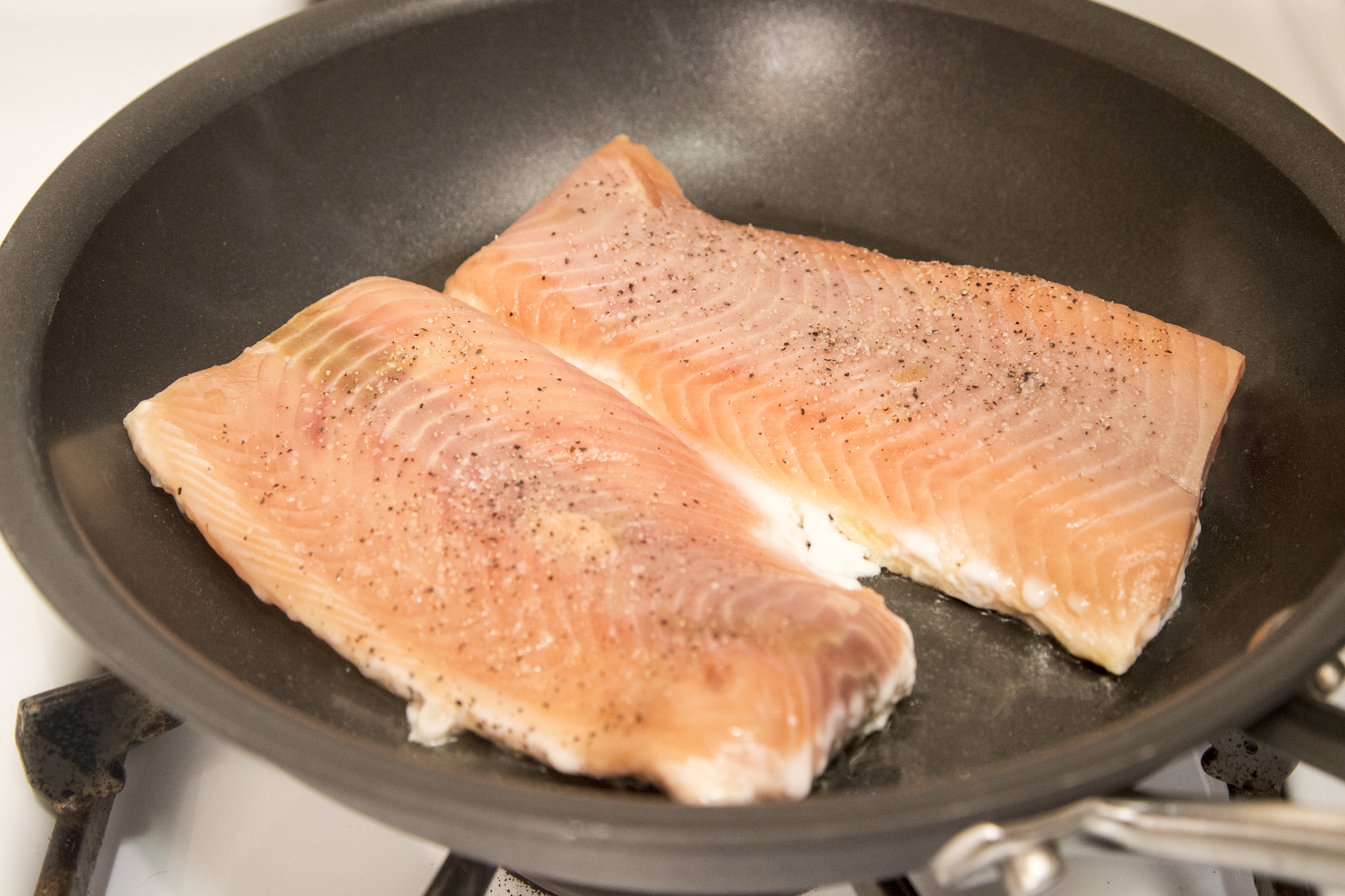 How to cook salmon fillets on the stove top livestrong com for How to cook salmon fish