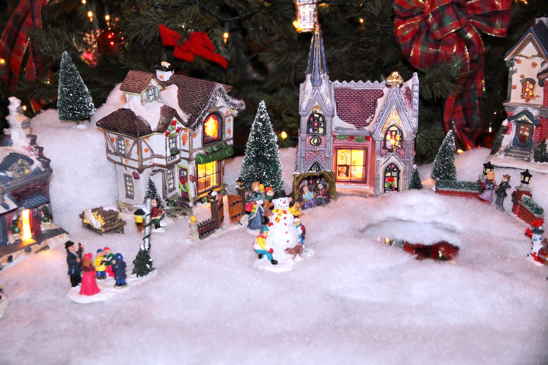 1d9c3accc1d Cómo construir una villa navideña en miniatura
