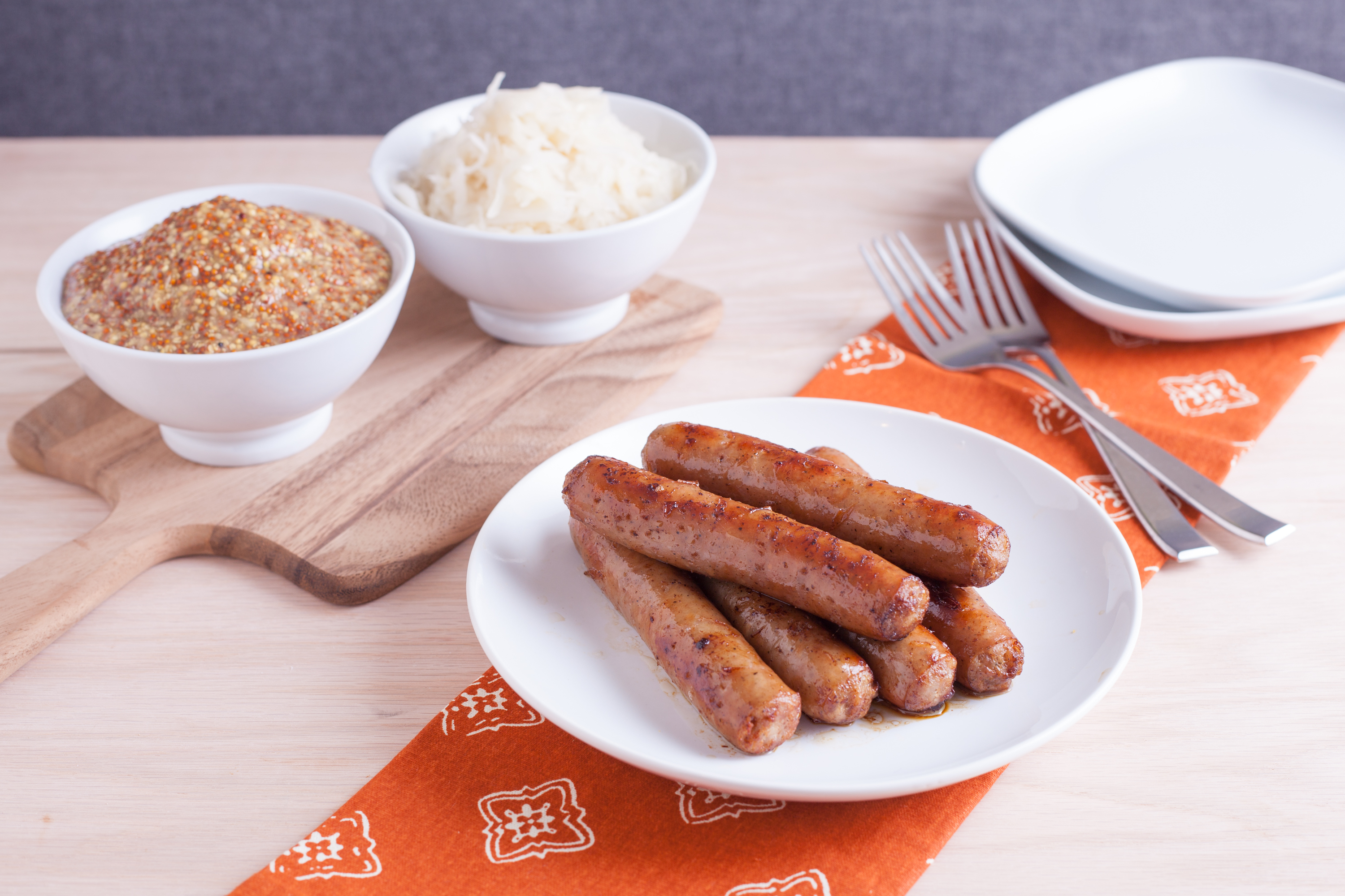 How to Cook Bratwurst in a Skillet   LIVESTRONG.COM